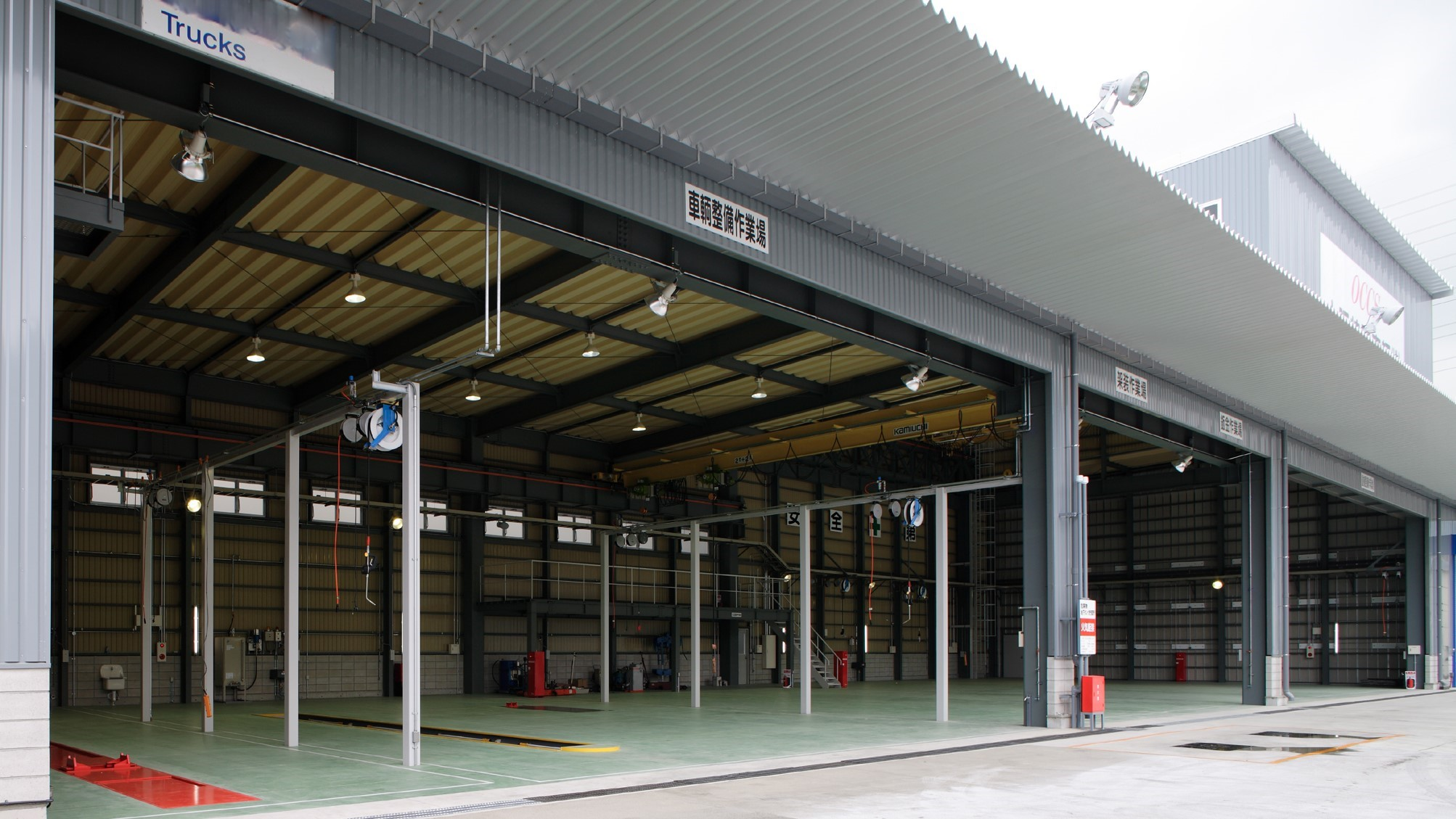 整備工場棟内部1