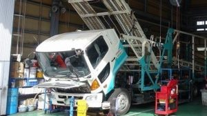 トラック修理